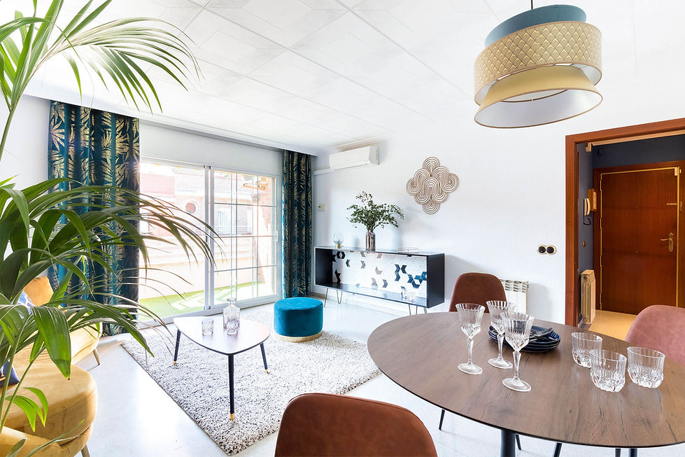 Luminoso salon con terraza en un piso para entrar a vivir en Viladecans