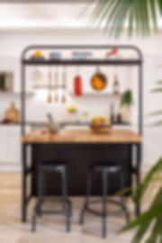 Detalle de isla de cocina Ikea en espacio abierto tipo loft