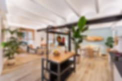 Isla de cocina de Ikea integrada en piso de alquiler en el Born