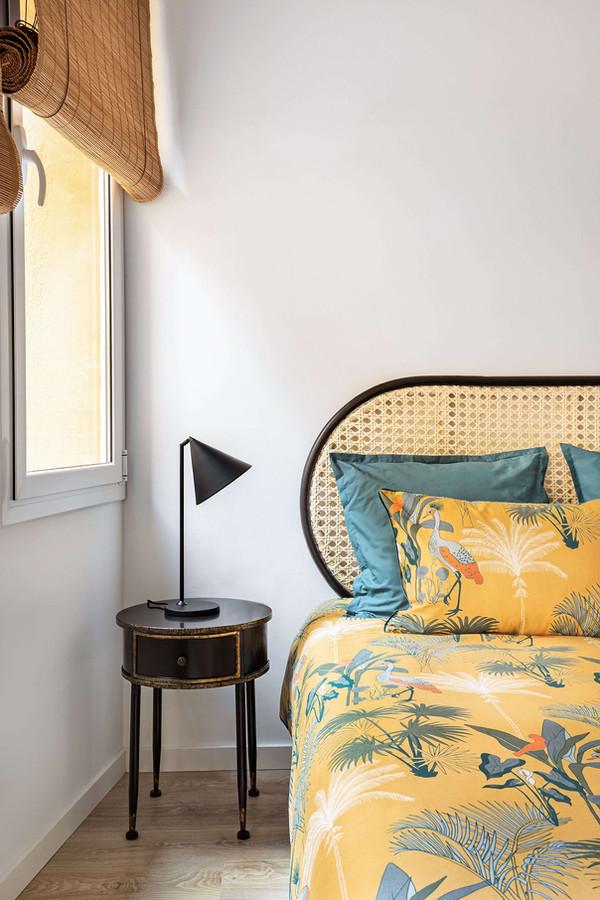 Detalle habitación invitados con mesas auxiliares de Maison du Monde