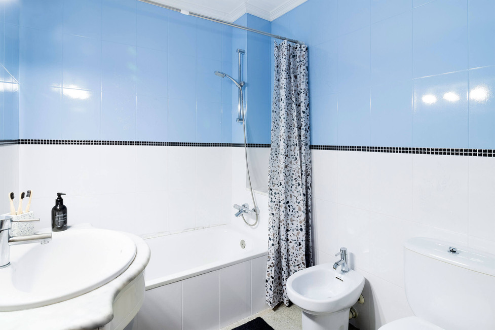 Bathroom paint with border after home staging