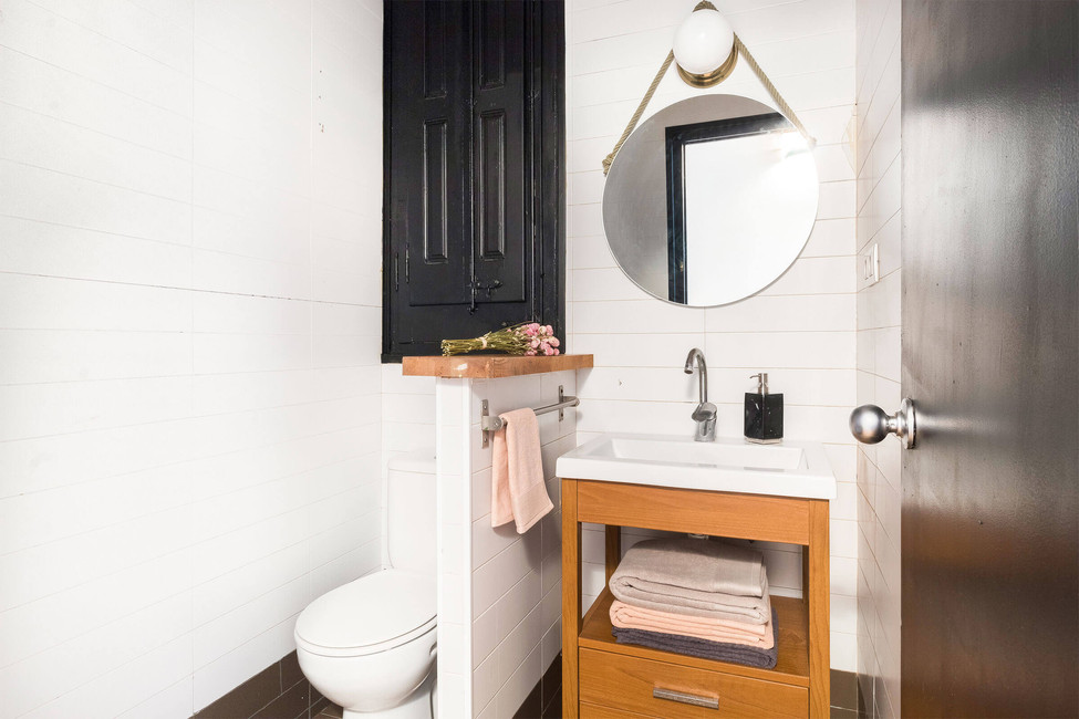 Refurbish the bathroom with special tile paint