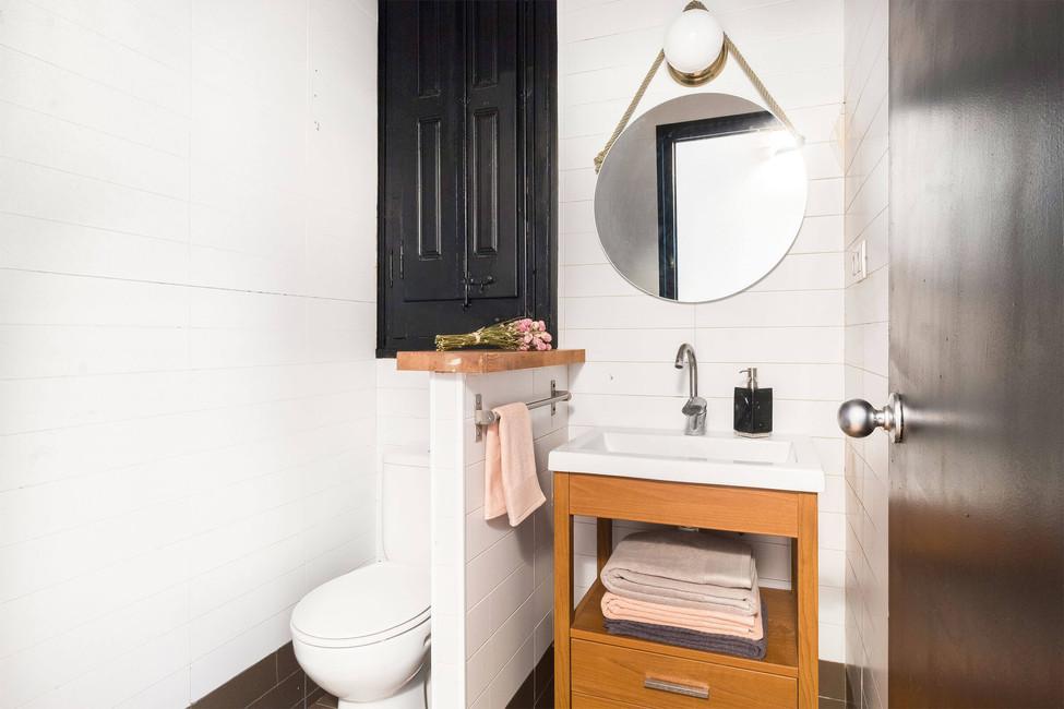 Reforma el baño con pintura especial para azulejos