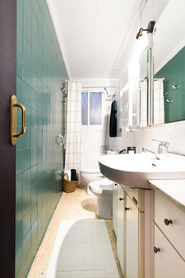 Sébastien Robert dépense peu d'argent pour rénover une salle de bain