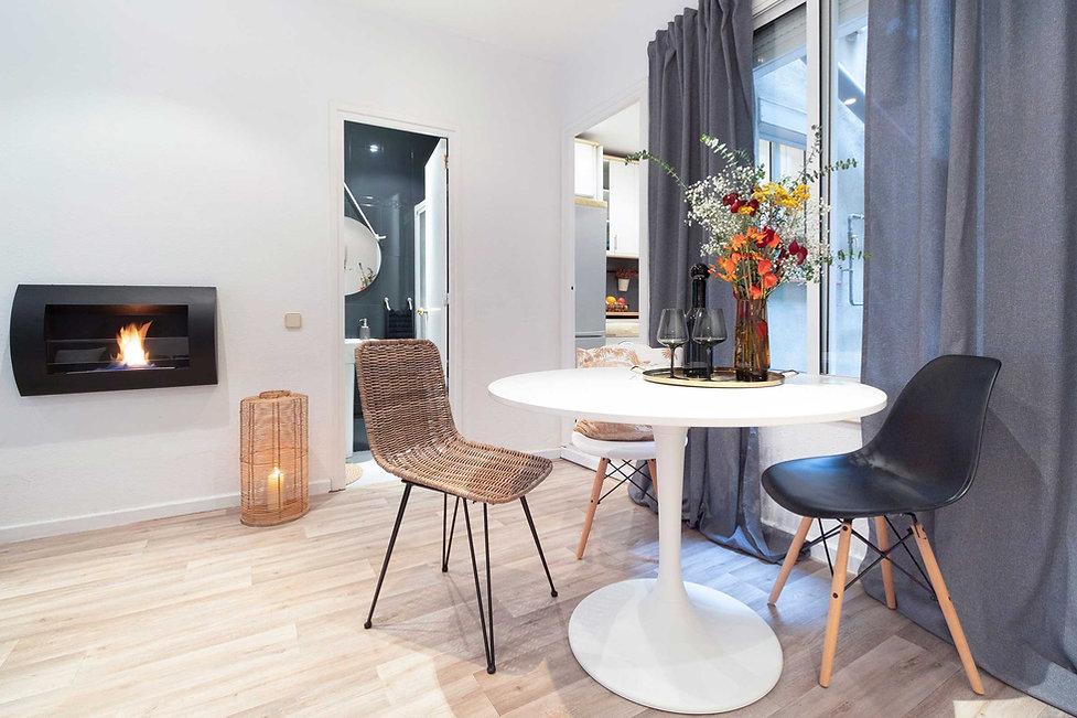 Salon avec un canapé gris Söderhamn de Ikea