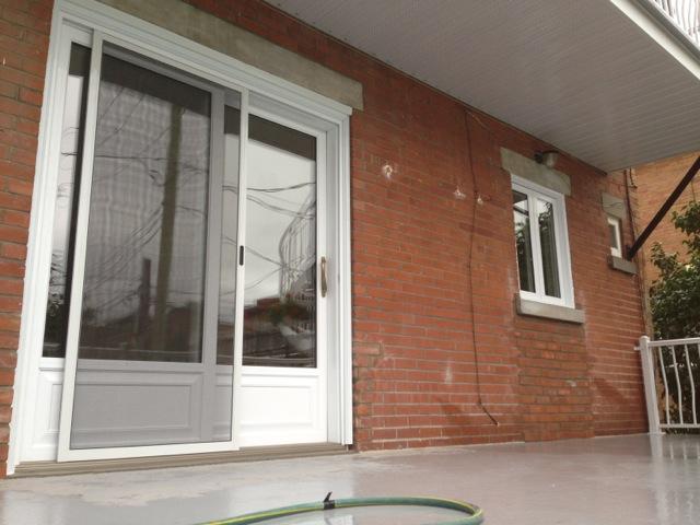 Calopatio et fenêtre à battant
