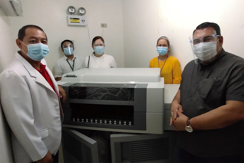 During the turn-over of testing machine to City Government of San Pedro, Laguna on August 25, 2020 in Jose L. Almante Emergency Hospital. (From left): Dr. Bobby Olivarez, Medical Director of Jose L. Almante Emergency Hospital; Limuel Famillara, VG & GE Trading Diagnostics representative (supplier); Atty. Maria Angela N. Esquivel, Corporate Affairs Director of Alaska Milk Corporation; Riah Fojas, Chief Nurse of Jose L. Almante Emergency Hospital; and Ronald De Ramos, Procurement Manager of Alaska Milk Corporation.