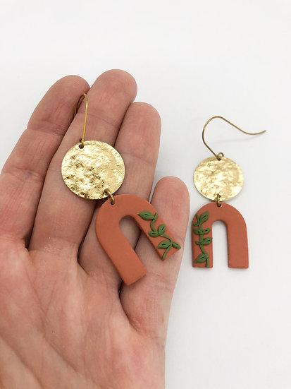 Moving slow earrings