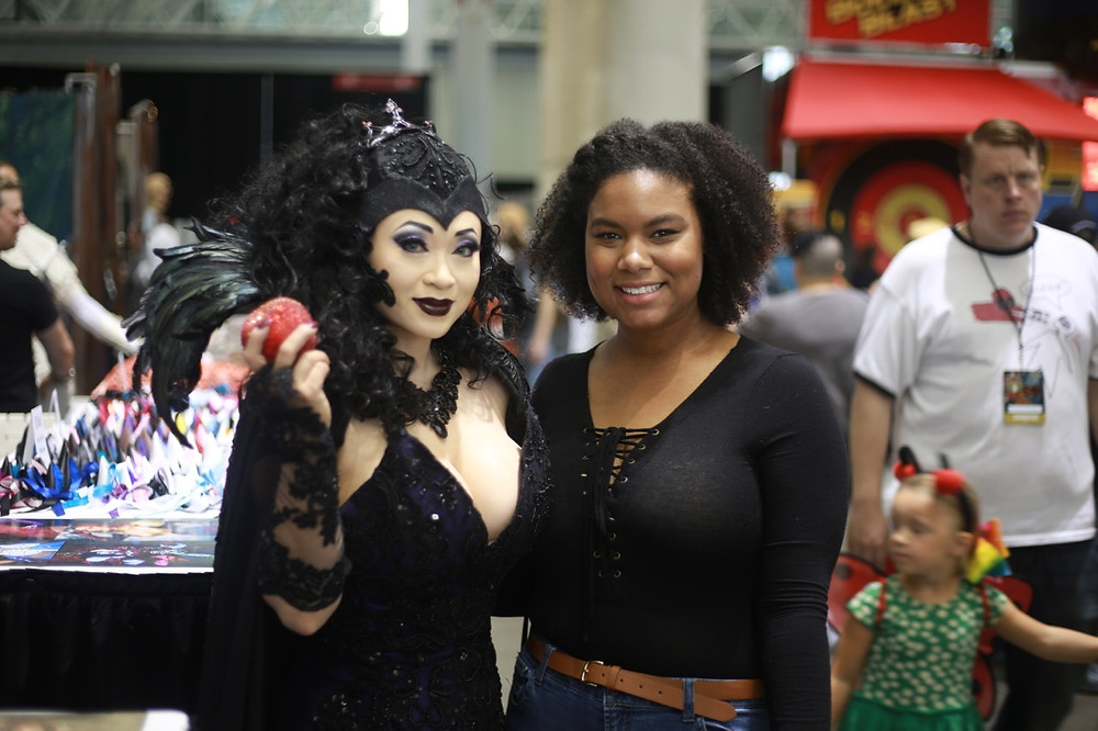 Yaya Han with a fan