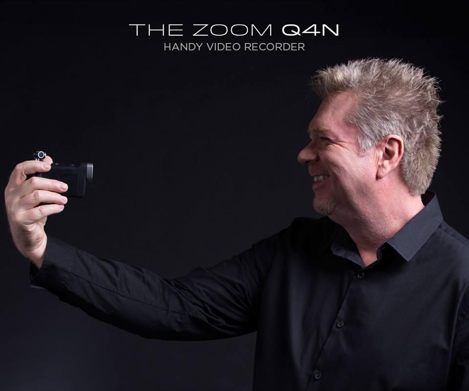 JR - ZOOM Q4N