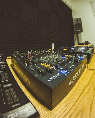 DJ%20BOOTH%201_edited.jpg