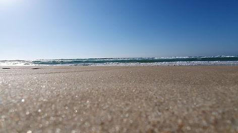 גלים בחוף בית ינאי