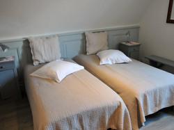 Chambre 3 , deux lits simples