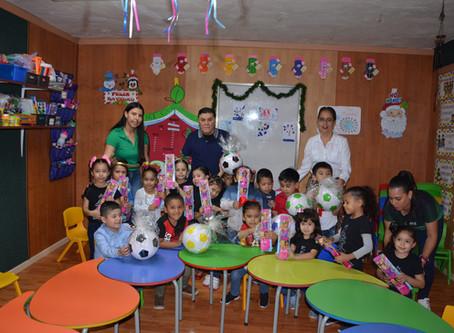 Entrega de regalos a Preescolar y Primaria CESUVER