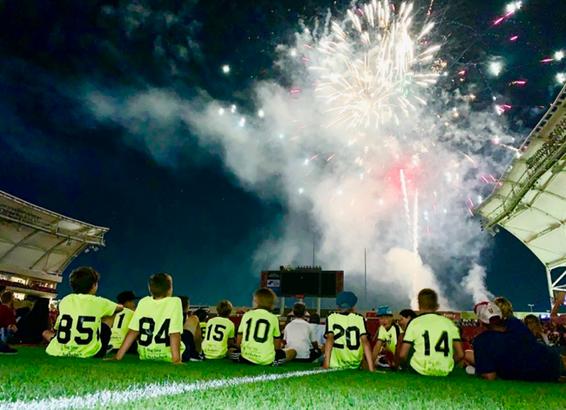 07 boys enjoying fireworks
