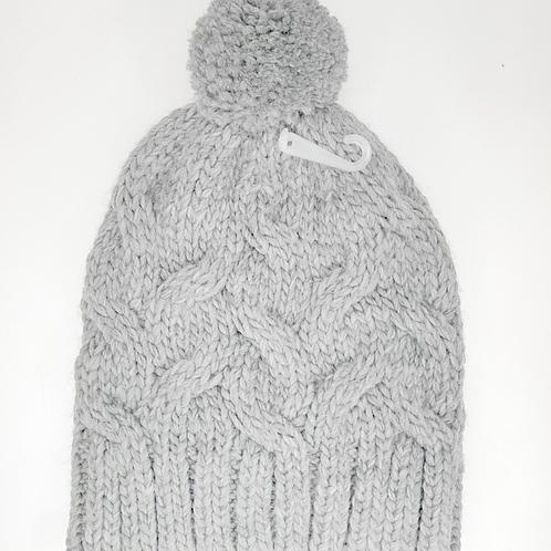 Bonnet tricot pompon gris