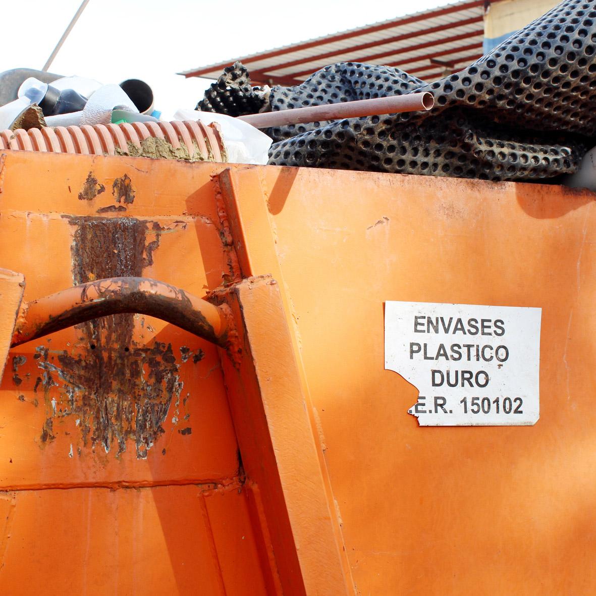 PLÁSTICO DURO