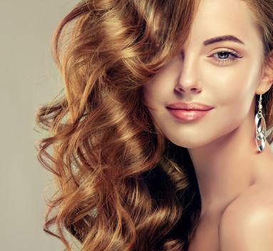 Beautiful%20girl%20with%20long%20wavy%20