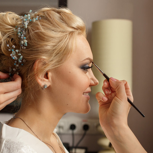 Bride with smoky eyes. Wedding makeup. M