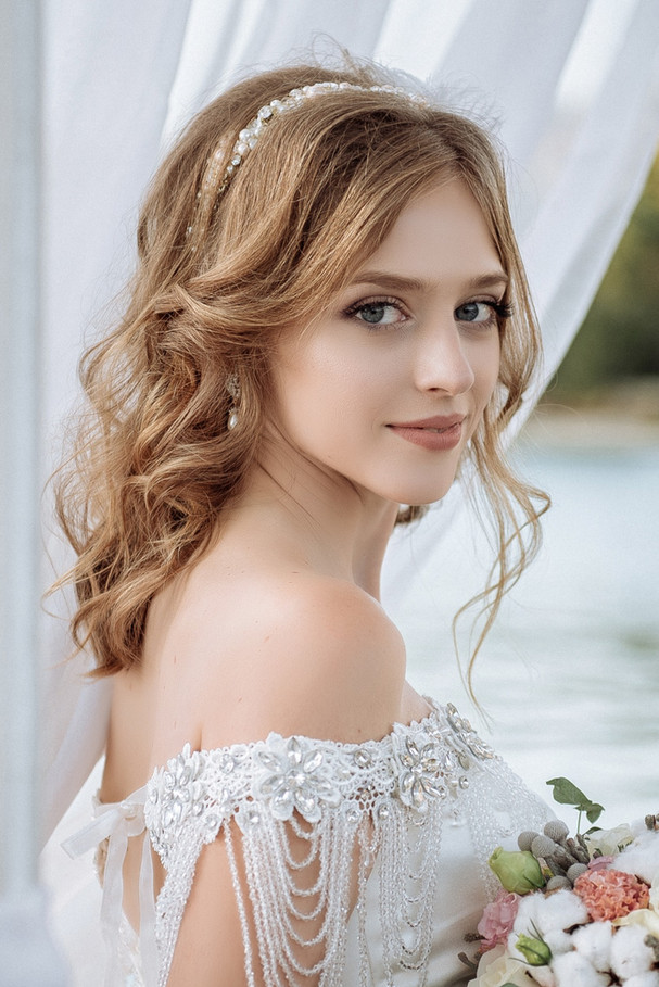 Beautiful%20bride%20with%20wedding%20flo