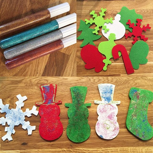 Who doesn't love a little glitter glue 🎄⛄️❄️🎨_We do! We do! 🙋🏼🙋🏽‍♂️ #christmascraft #creativee