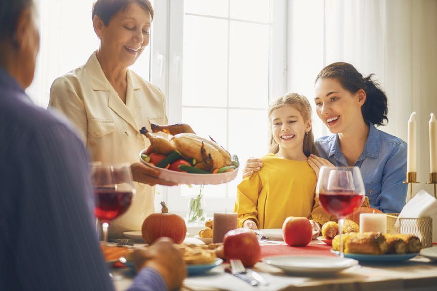 Family thanksgiving scene