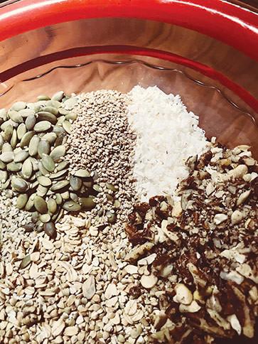 Granola recipe easy to prepare nuts hemp coconut oil
