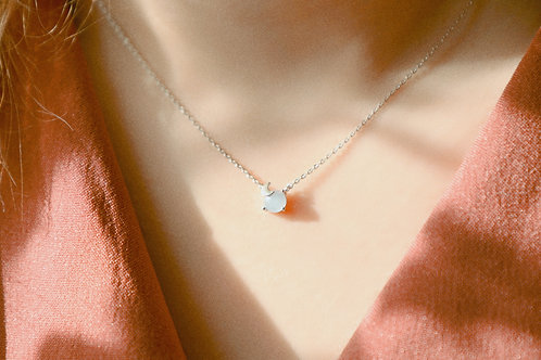 Moon that embraces the star necklace