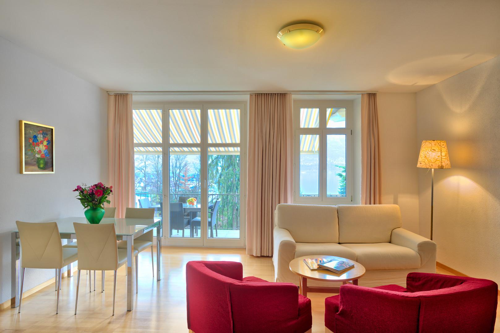 Balkonzimmer_Wohnessbereich.jpg