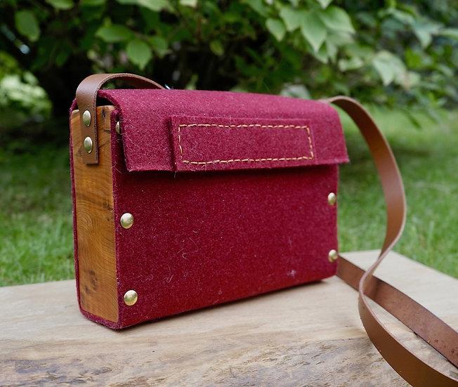 Pokets & Co.  Burgundy Shoulder Bag