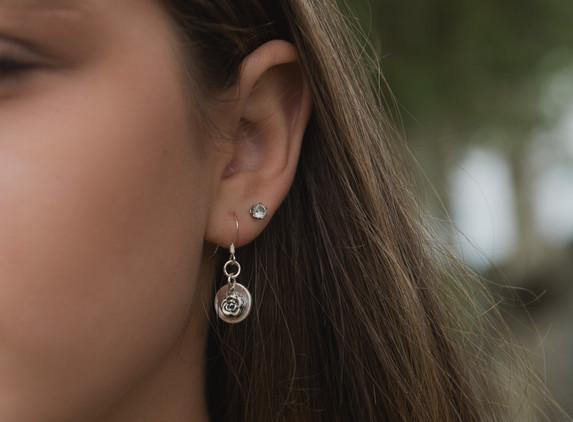 brs14-small-flower-disc-earrings