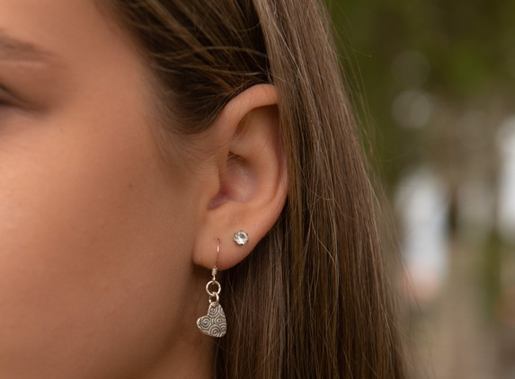 brs27-small-heart-earrings