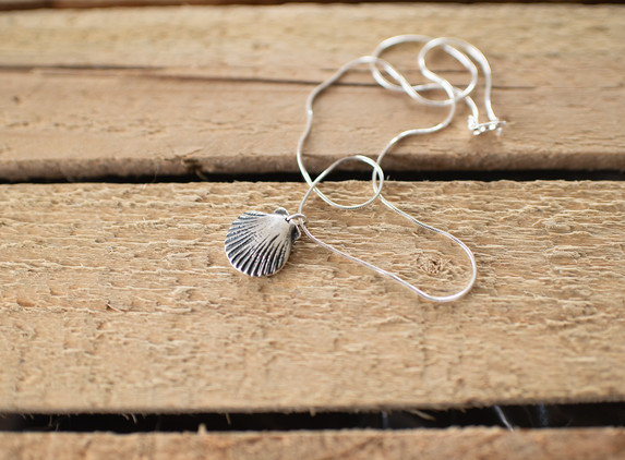 brs22-scallop-shell-pendant-snake-chain