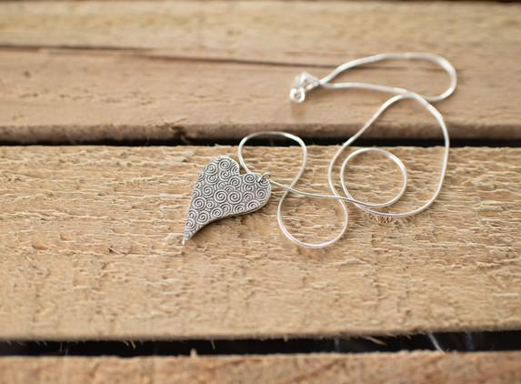 brs24-large-heart-pendant-reversible-snake-chain