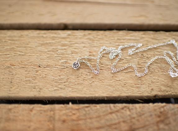 brs12-tiny-flower-pendant