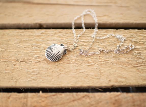 brs04-scallop-shell-pendant