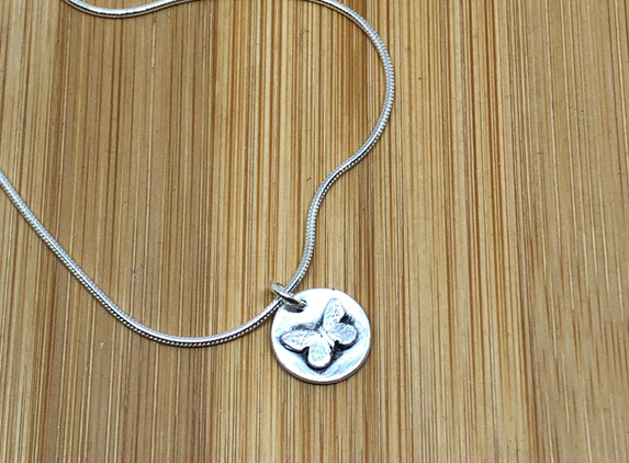 brs40-small-butterfly-disc-pendant-snake-chain