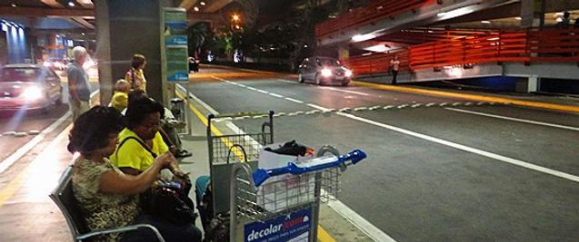 imagem da parada de ônibus no aeroporto recife porto de galinhas