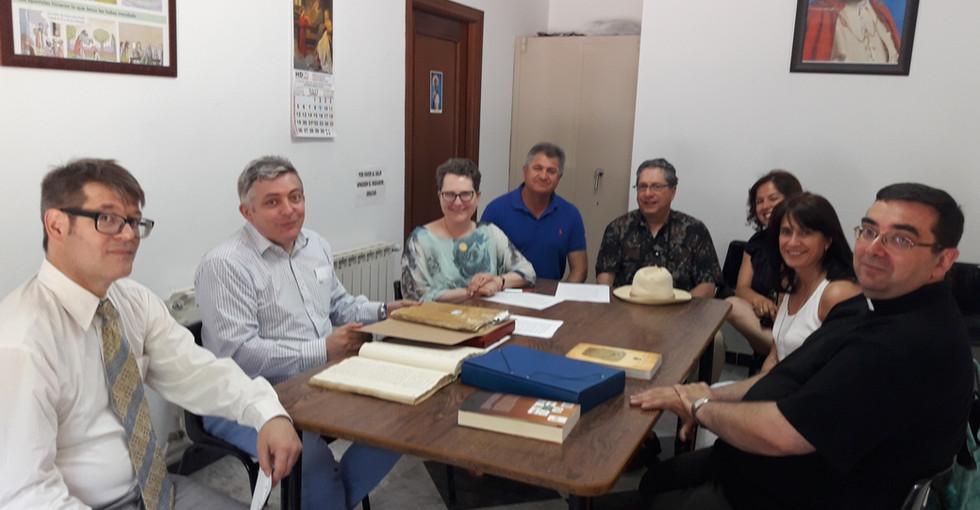 Jornada de trabajo en el archivo parroquial de Miguel Esteban