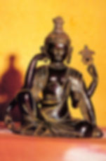 Карта Будды 43. Сиди. Расслабься. Работай. «Сиди. Расслабься. Работай» Гуатама Будда.   Дзадзен означает, что вы просто сидите, ничего не делая. Первое, чему вам нужно научиться, — это сидеть, погрузившись в глубокий покой. Станьте озером покоя, на котором не будет даже ряби желаний; вы никуда не идете, у вас нет амбиций — вам не нужен даже бог, вы не желаете даже нирваны. Сидите... не только физически — но и психологически, духовно. Учитесь сидеть; это и есть дзадзен.