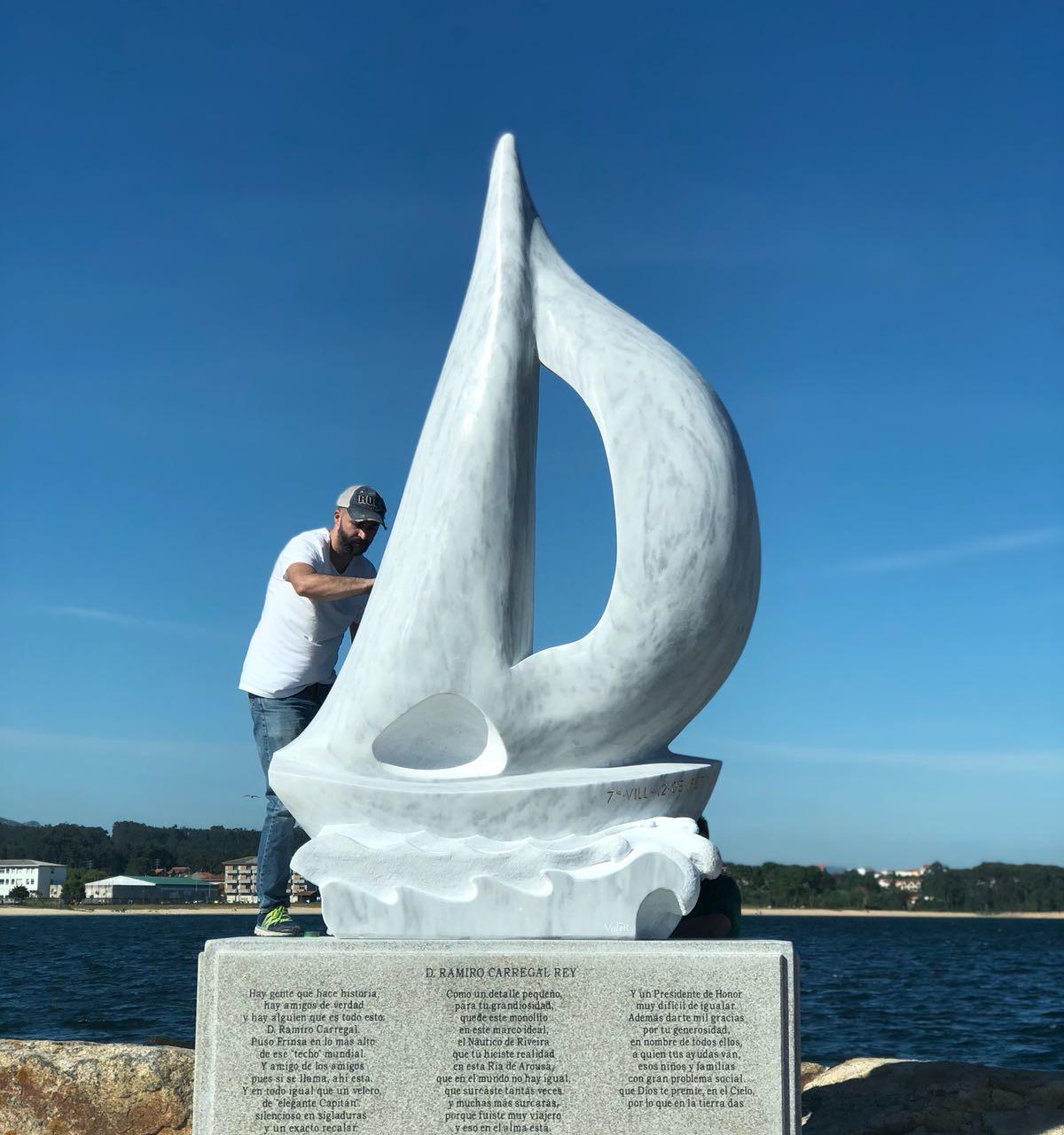 como le regalaron al homenajeado una estatua de un barco, elegimos este motivo para hacer unas etiquetas