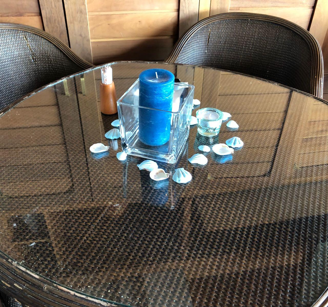 y las mesas del bar también contaron con su pequeño detalle