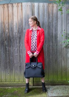 Jacke: Emily van den Bergh, Bluse: Emily van den Bergh, Tasche: Save my Bag bei U I SHE
