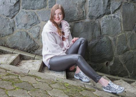 Pullover & Schal: FFC, Hose: CAMBIO, Sneaker: BINKS bei  U I SHE