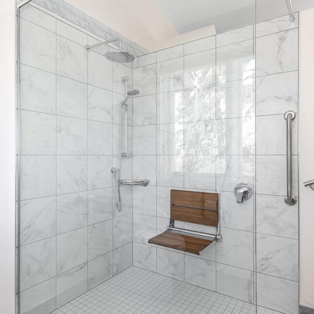 Barrier-free shower