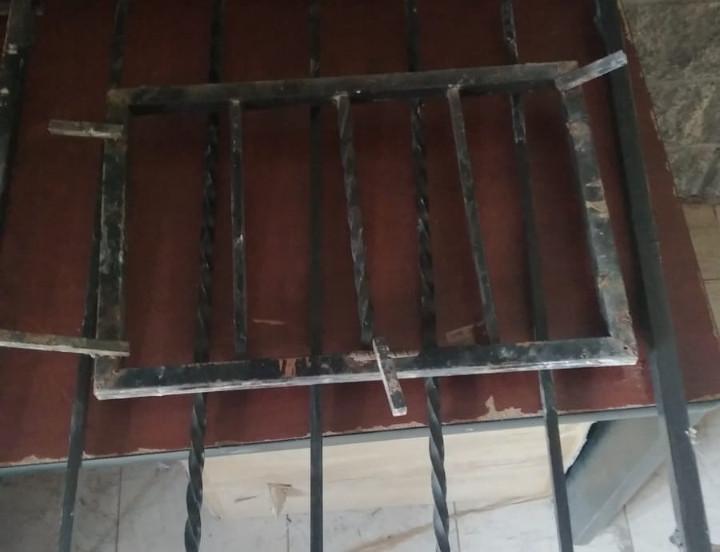 Se quería robar hasta las rejas de una casa en La Cholla