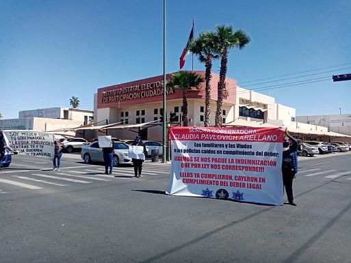 Llegan a acuerdo viudas de policías, liberan bulevar Rosales y Pino Suárez