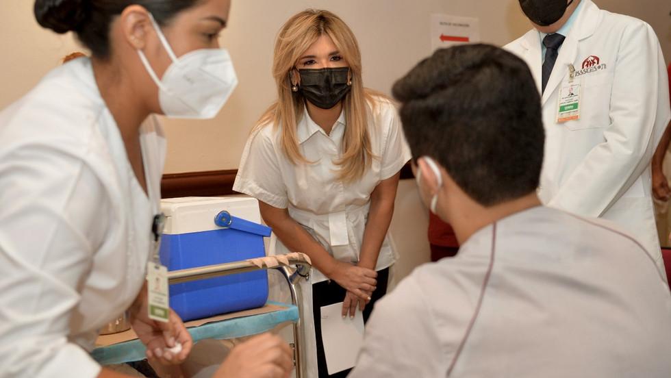 Vacunan a personal de salud de segunda línea de atención al Covid