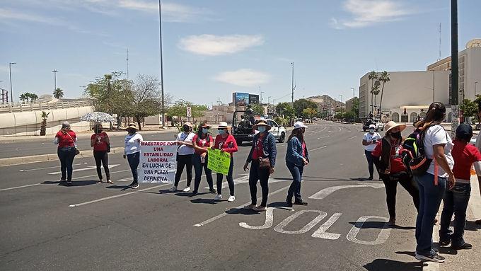 Bloqueo de maestros causa caos vial en Hermosillo