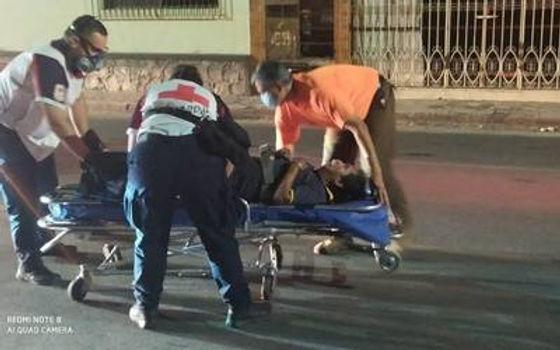 Lesionan de una puñalada en la espalda a un hombre en Gala residencial